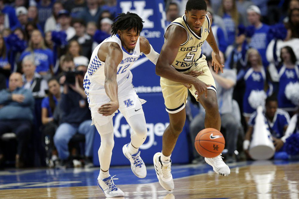 Kentucky's Keion Brooks Jr., left, and Georgia Tech's Moses Wright go after a loose ball