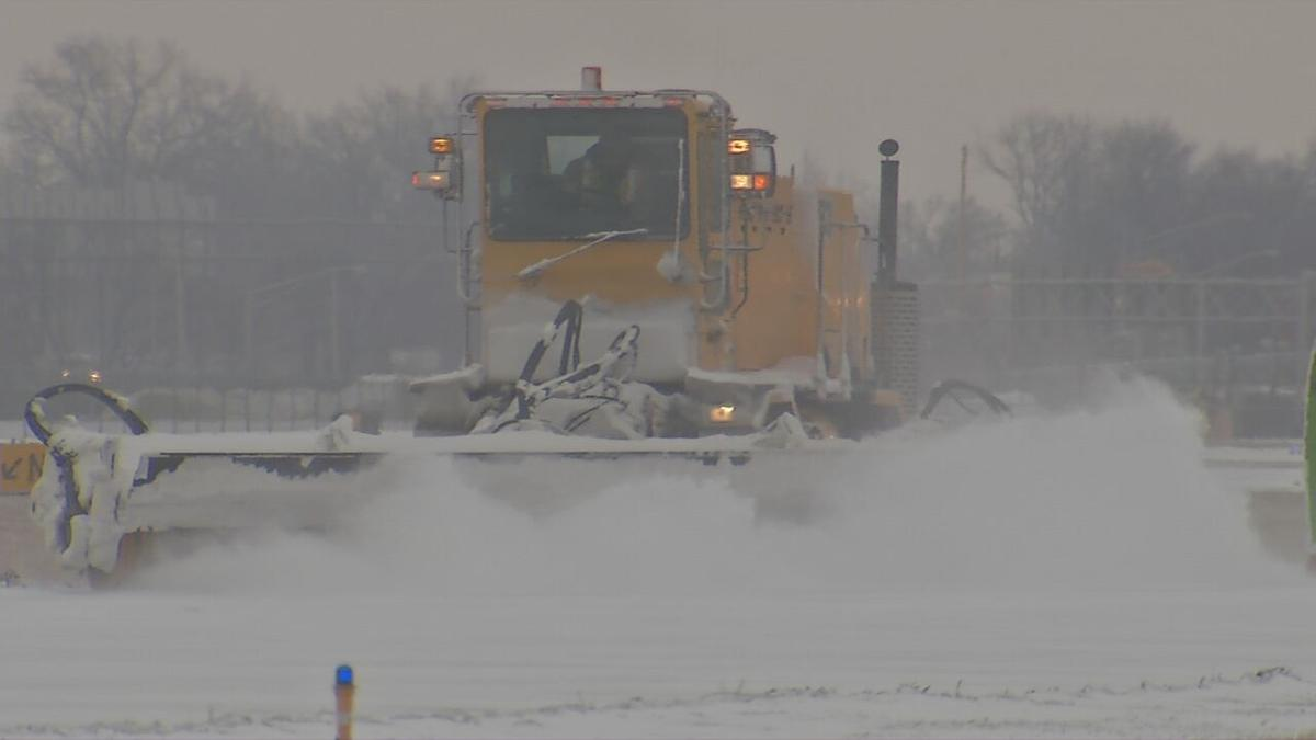 Louisville Muhammad Ali International Airport (KSDF) snow removal equipment