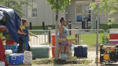 LMPD gives Occupy ICE activists 4 hours to move camps off sidewalk