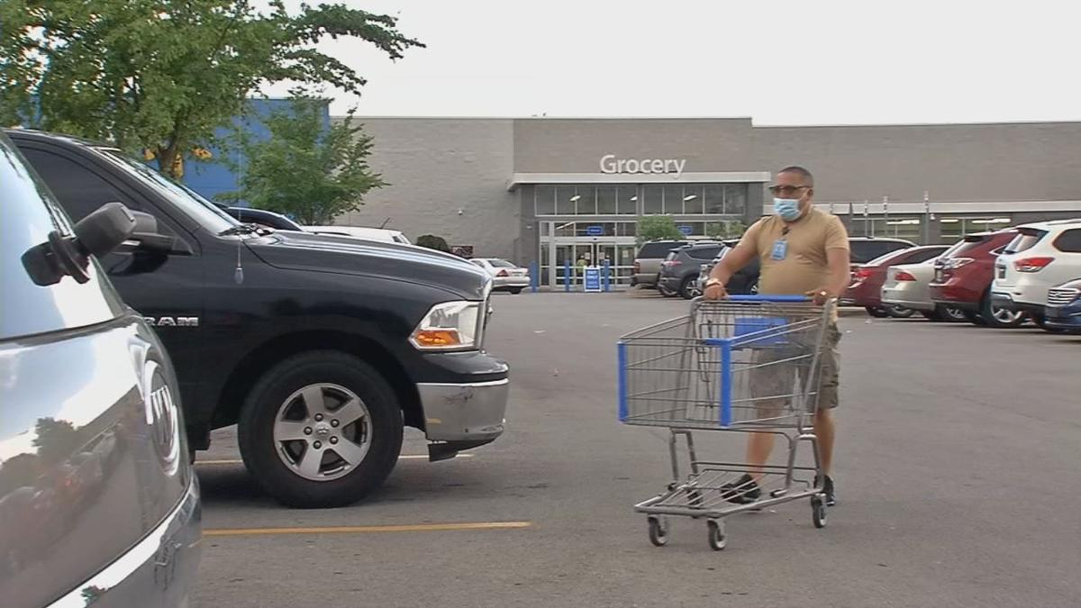 Grocery shopper with mask.jpg