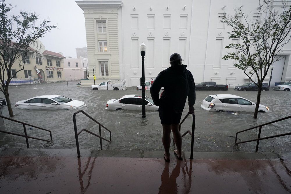 Hurricane Sally - Flood waters on street in Pensacola