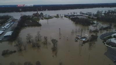 Water still covering some Louisville roads, Ohio River expected to crest Monday afternoon