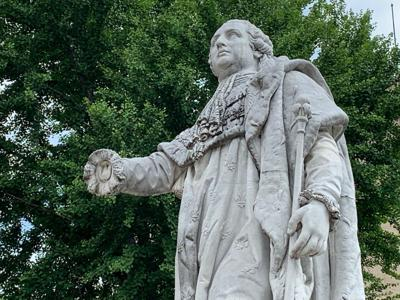 Damaged King Louis Statue with Missing Hand after Breonna Taylor protests 5-28-20