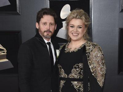 KELLY CLARKSON  AND HUSBAND - AP FILE.jpeg