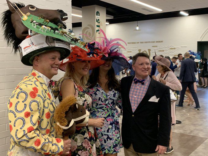 derby 2019 - group of people with hats