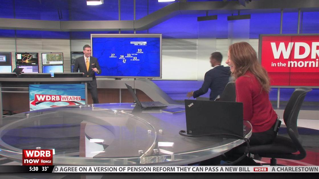 Snowball fight breaks out on WDRB in the Morning | Morning