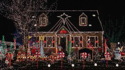 wide_christmas house lights.jpg