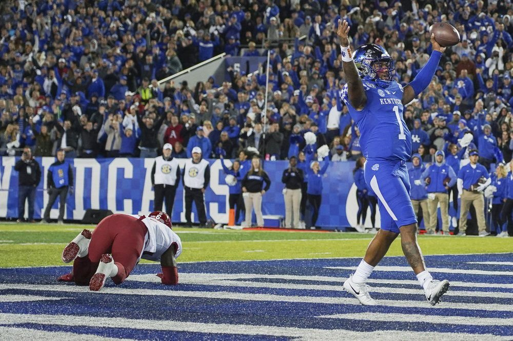 Kentucky quarterback Lynn Bowden Jr. (1) celebrates