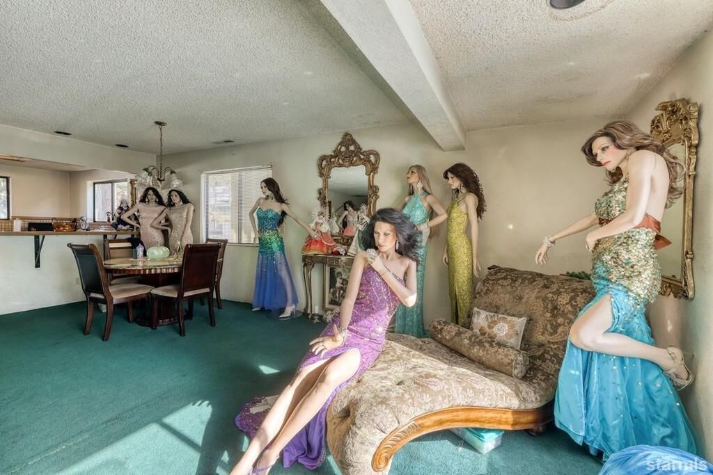 mannequin house 2021.jpg