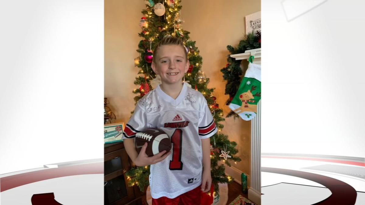 Tutu Atwell responds to young Louisville fan with signed jersey