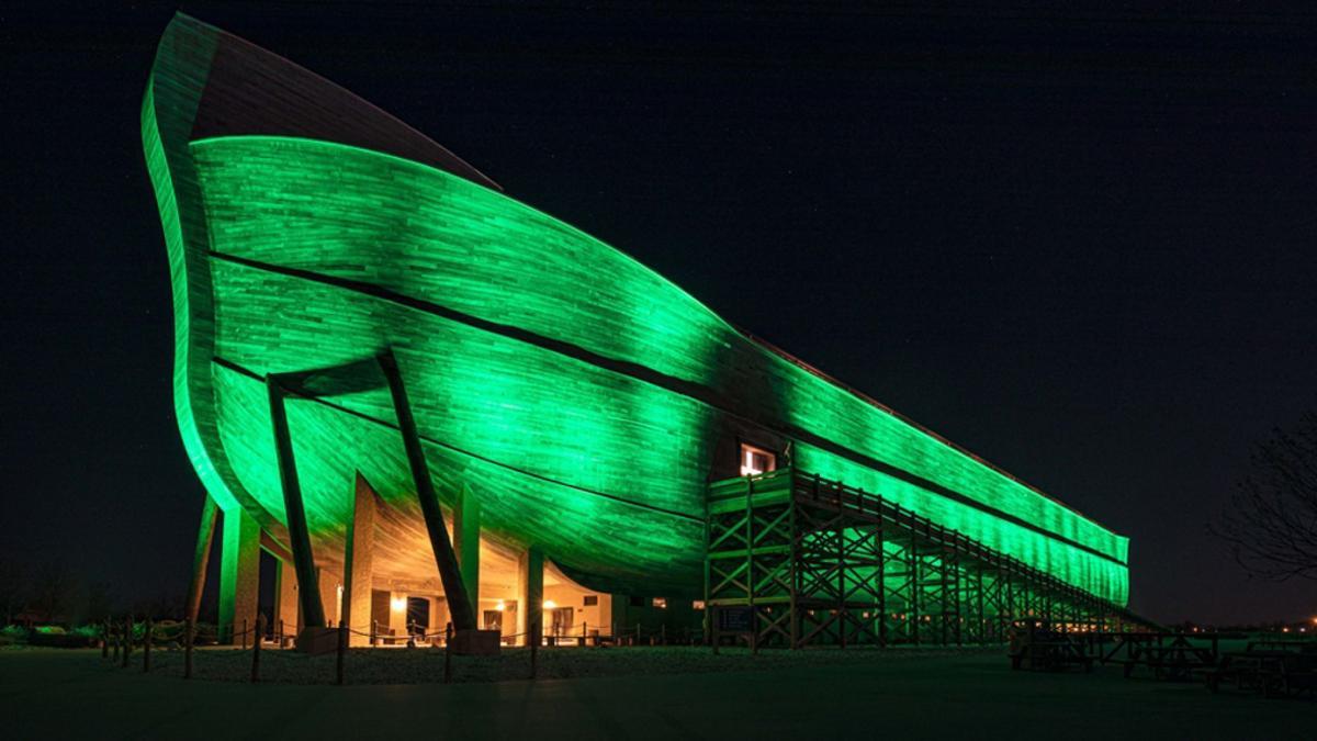 Ark in green again