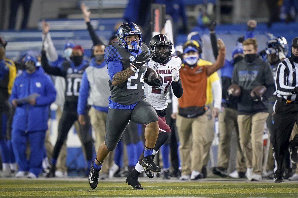 Kentucky running back Chris Rodriguez Jr. (24) runs for a touchdown