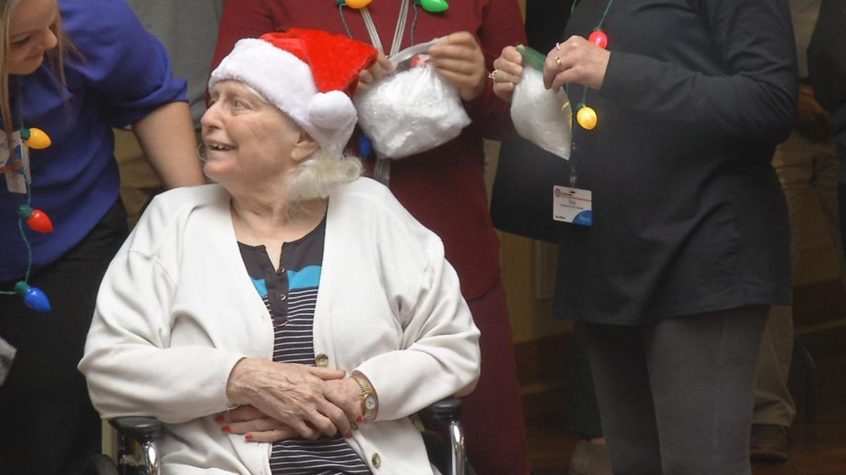JCPS STUDENTS DELIVER CHRISTMAS CARDS TO SENIOR CITIZENS (1).jpg