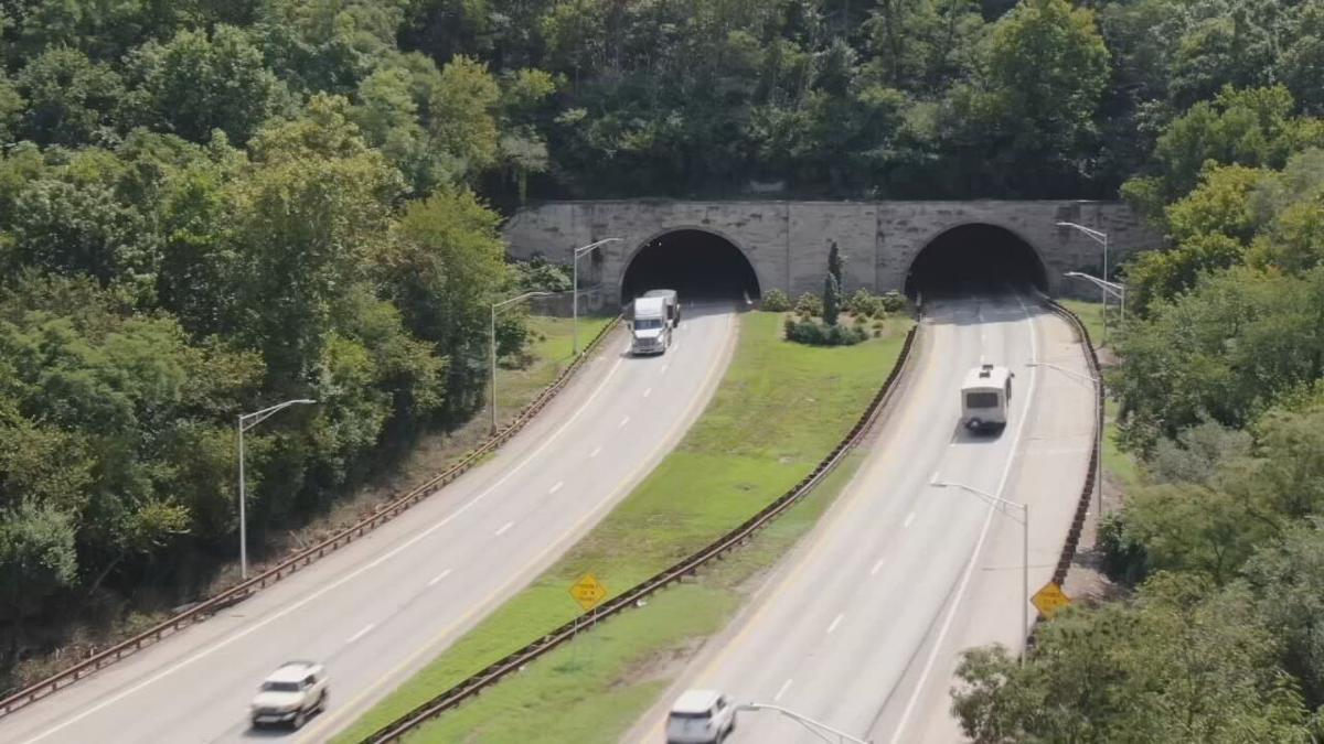 Interstate 64 Cochran Hill tunnel.jpeg