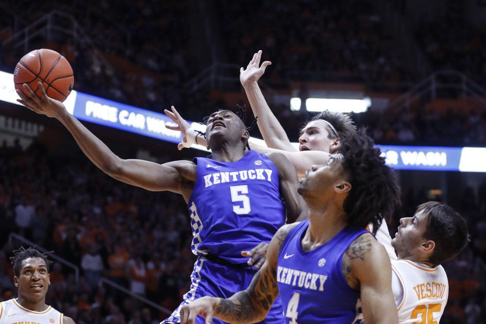 Kentucky guard Immanuel Quickley (5) shoots past Tennessee forward John Fulkerson