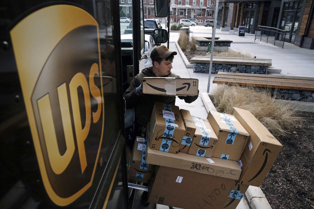 UPS - UNITED PARCEL SERVICE - DRIVER - PACKAGES - AP FILE 2.jpeg
