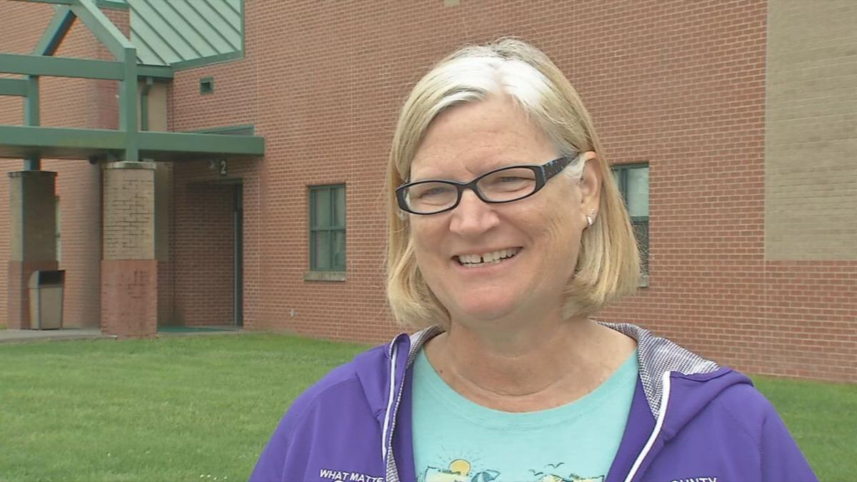 Southern Indiana students give special goodbye to retiring teacher