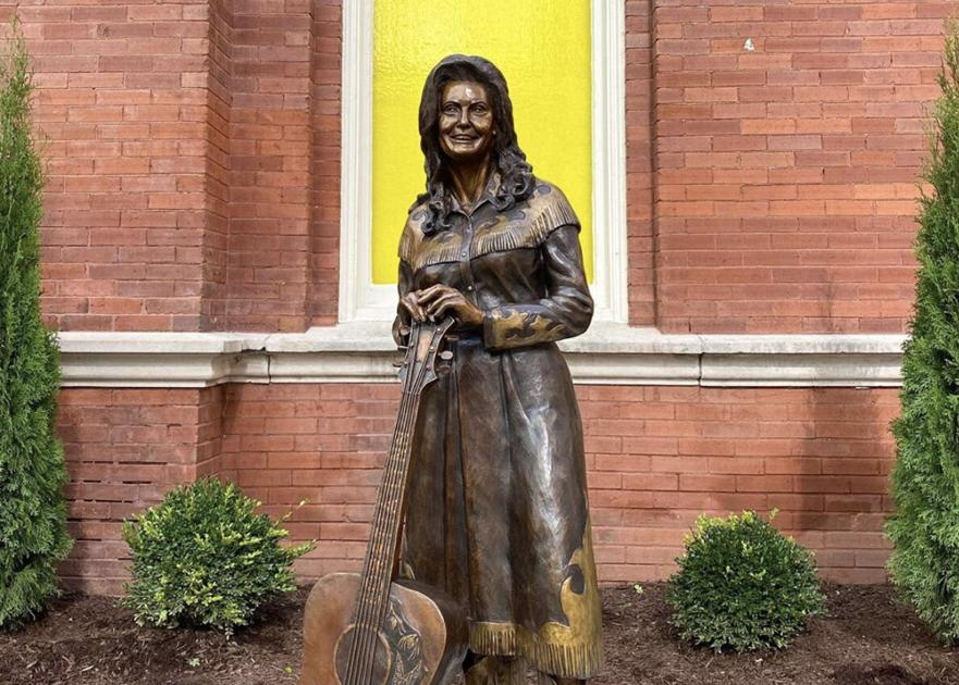 Loretta Lynn honored with statue on the Grand Ole Opry's Icon Walk