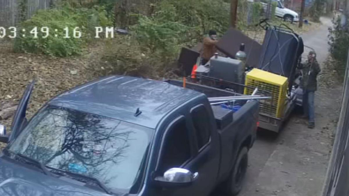 ILLEGAL DUMPER CAUGHT 6p llvosot.transfer_frame_2363 camera footage.jpg