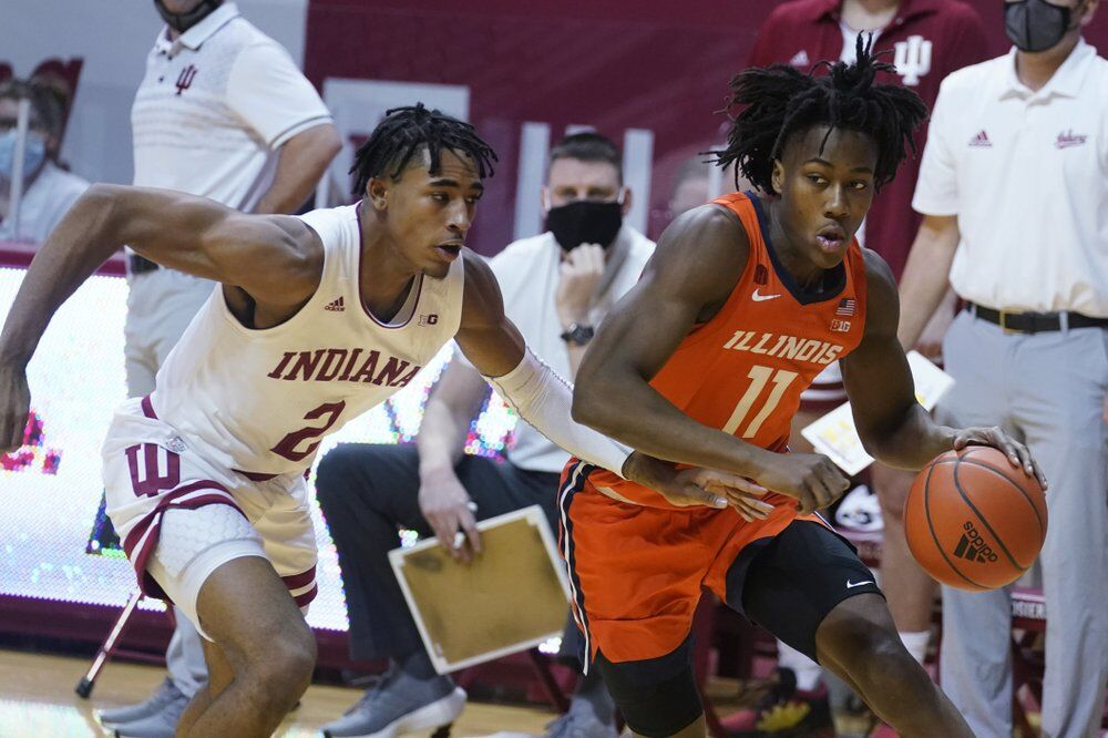Illinois' Ayo Dosunmu (11) goes to the basket against Indiana's Armaan Franklin