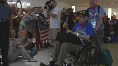 61 local World War II veterans return from Honor Flight to Washington