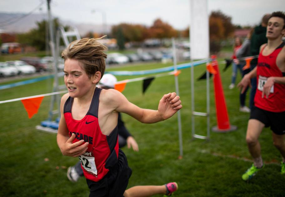 High school cross country teams adjust to pandemic and move to spring
