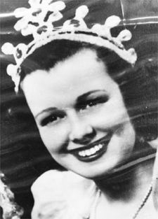 1942: The queen travels to Hollywood; thoughts of wartime