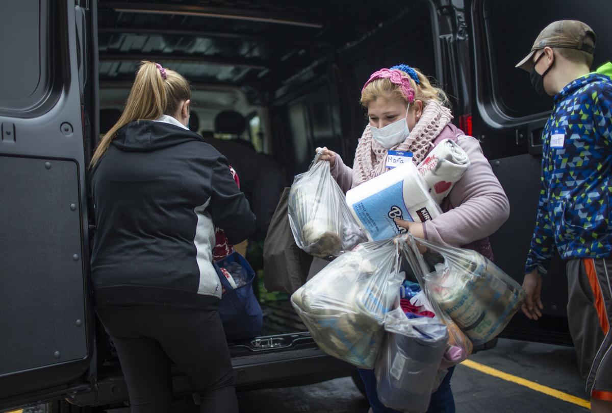 201212-newslocal-Homelesskitassembly2.jpg