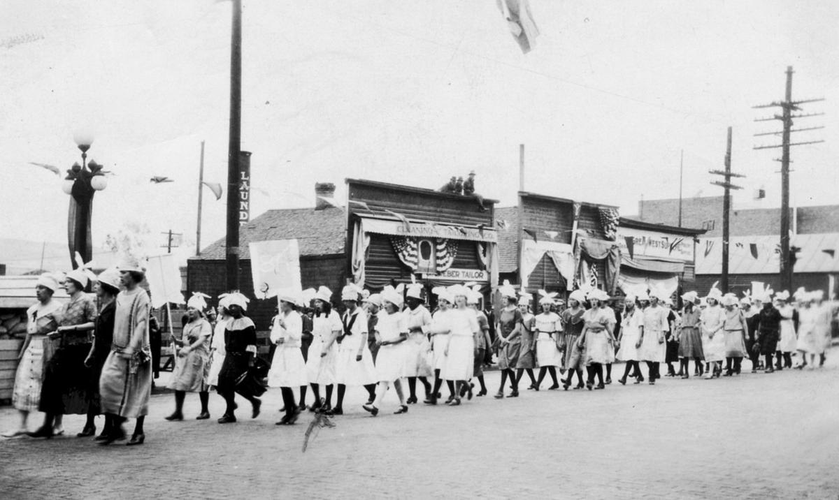 1922-1923: Pageant depicts development; an expensive royal robe