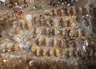 FILE PHOTO: Mass cremation of COVID-19 victims in New Delhi