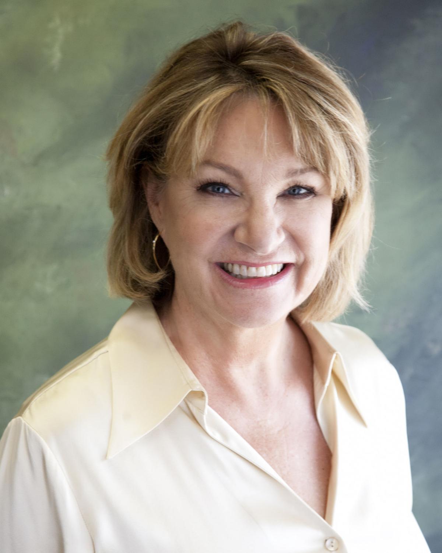 Betsy Davenport Loomis