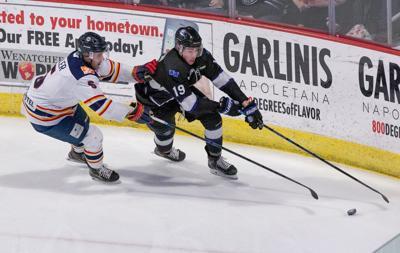 200216-sportslocal-WildHockey_gall 07.JPG