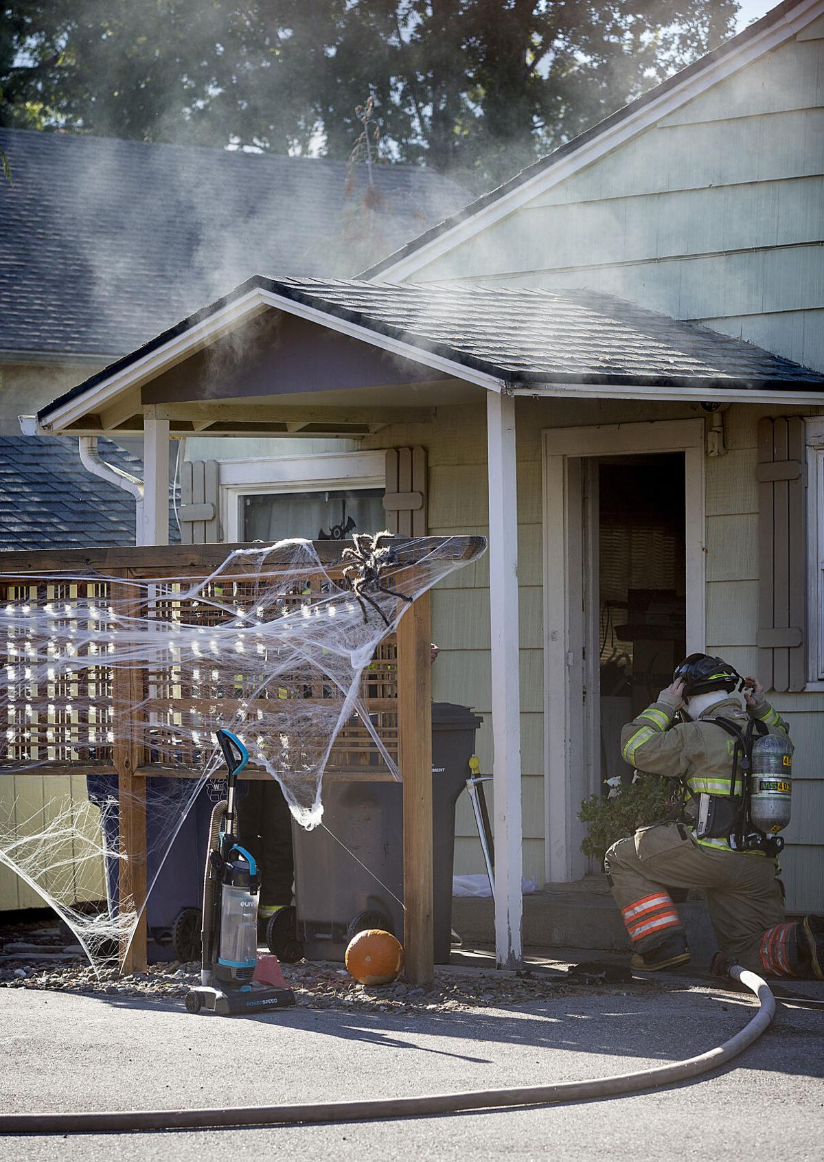 201031-newslocal-housefire 01.jpg