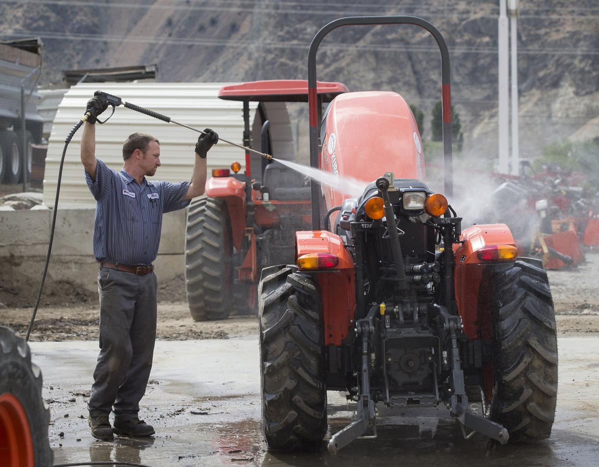 200601-bzw-tractor 02.jpg
