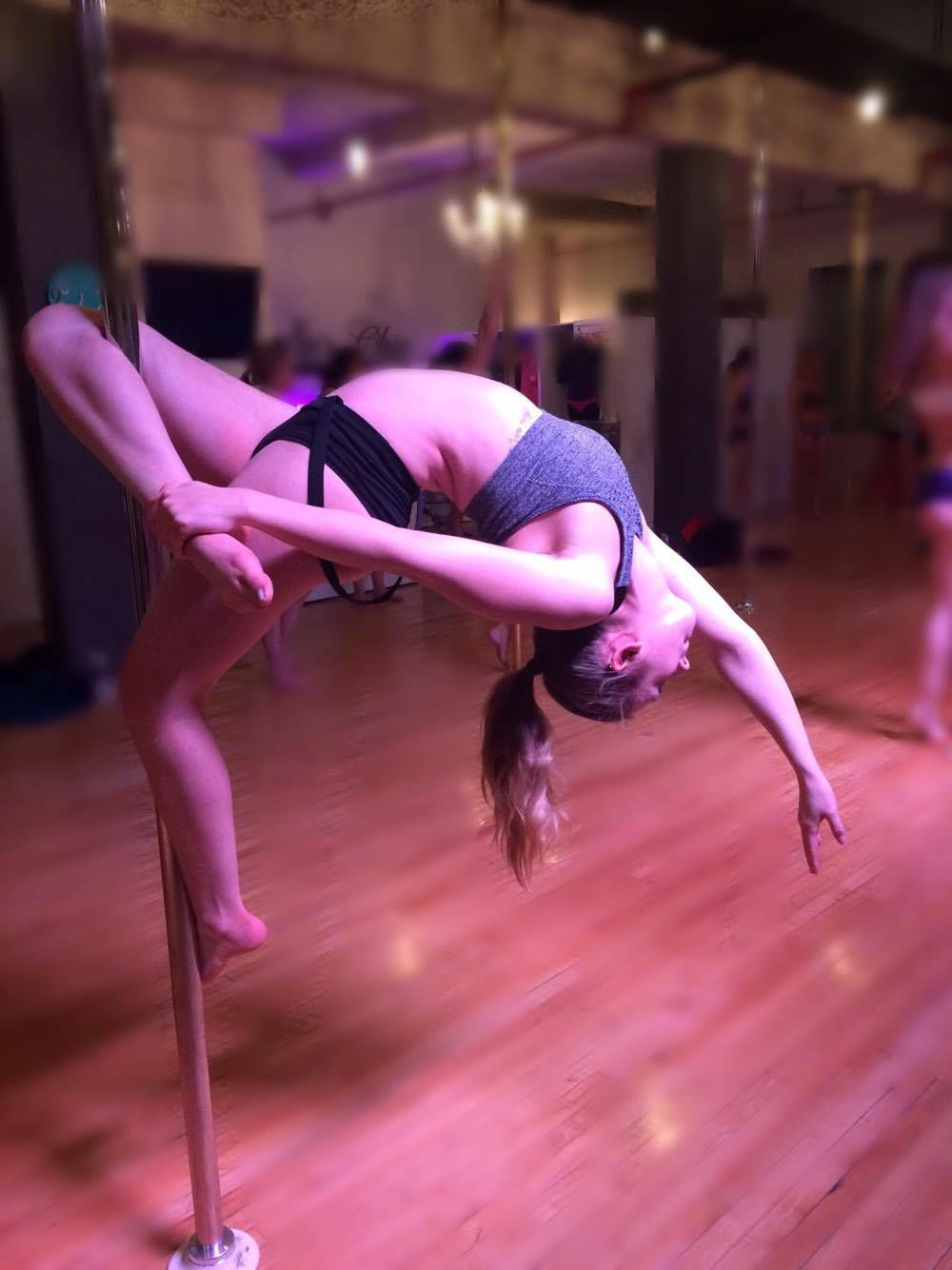 Emily Van Eerd - pole dancing