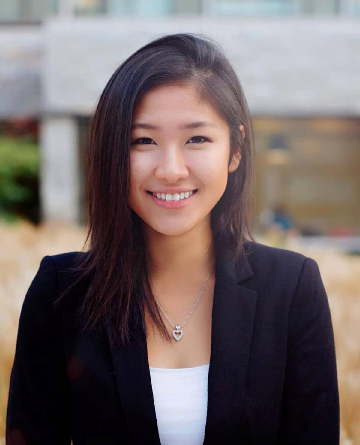 Alina Huang (photo)