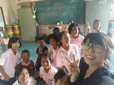 Katty Lau with her students in Thailand
