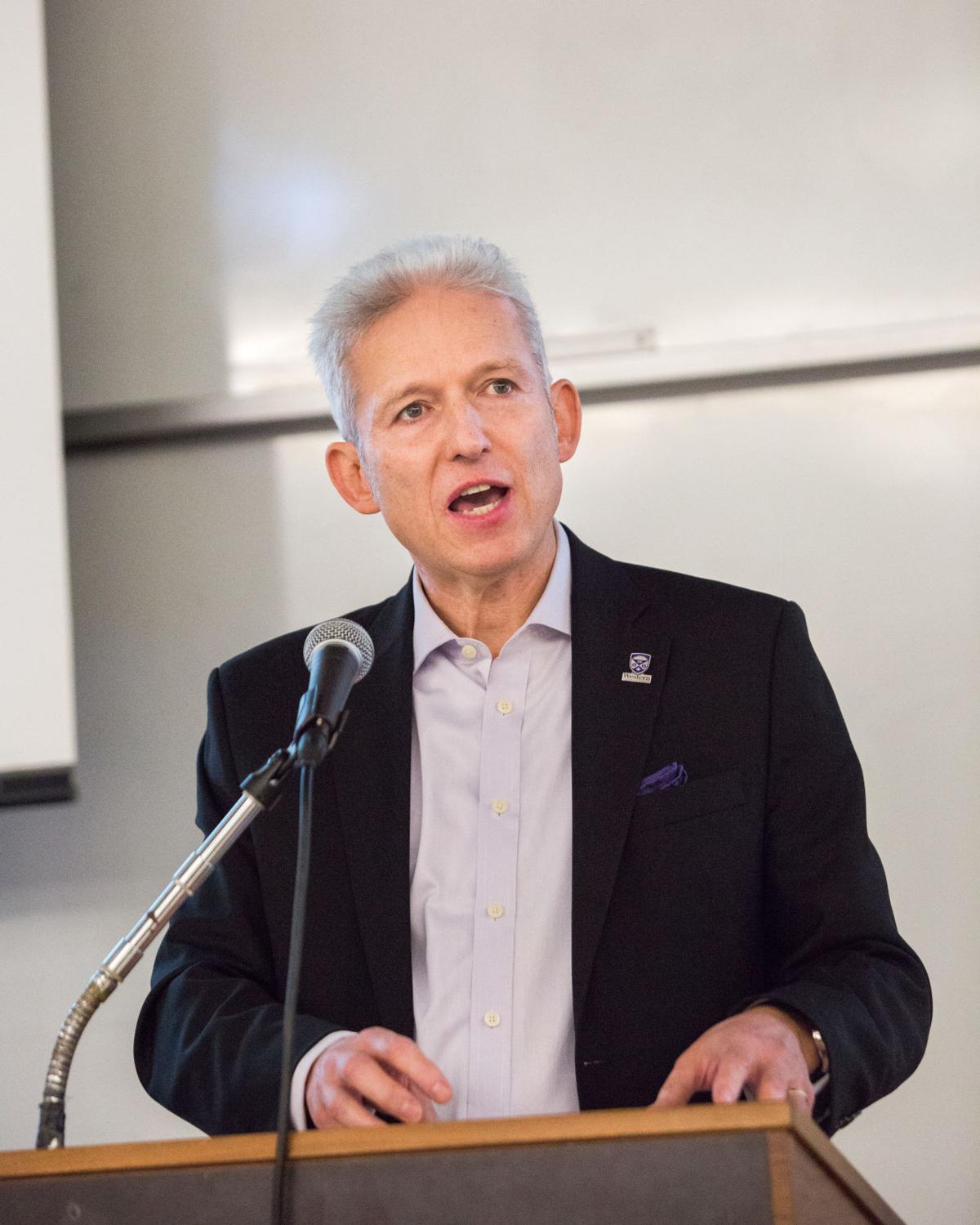 Michael Milde at senate (Photo)