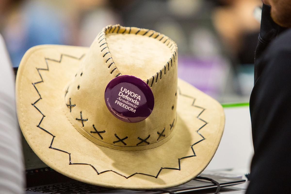 Pro-UWOFA button at council (Photo)