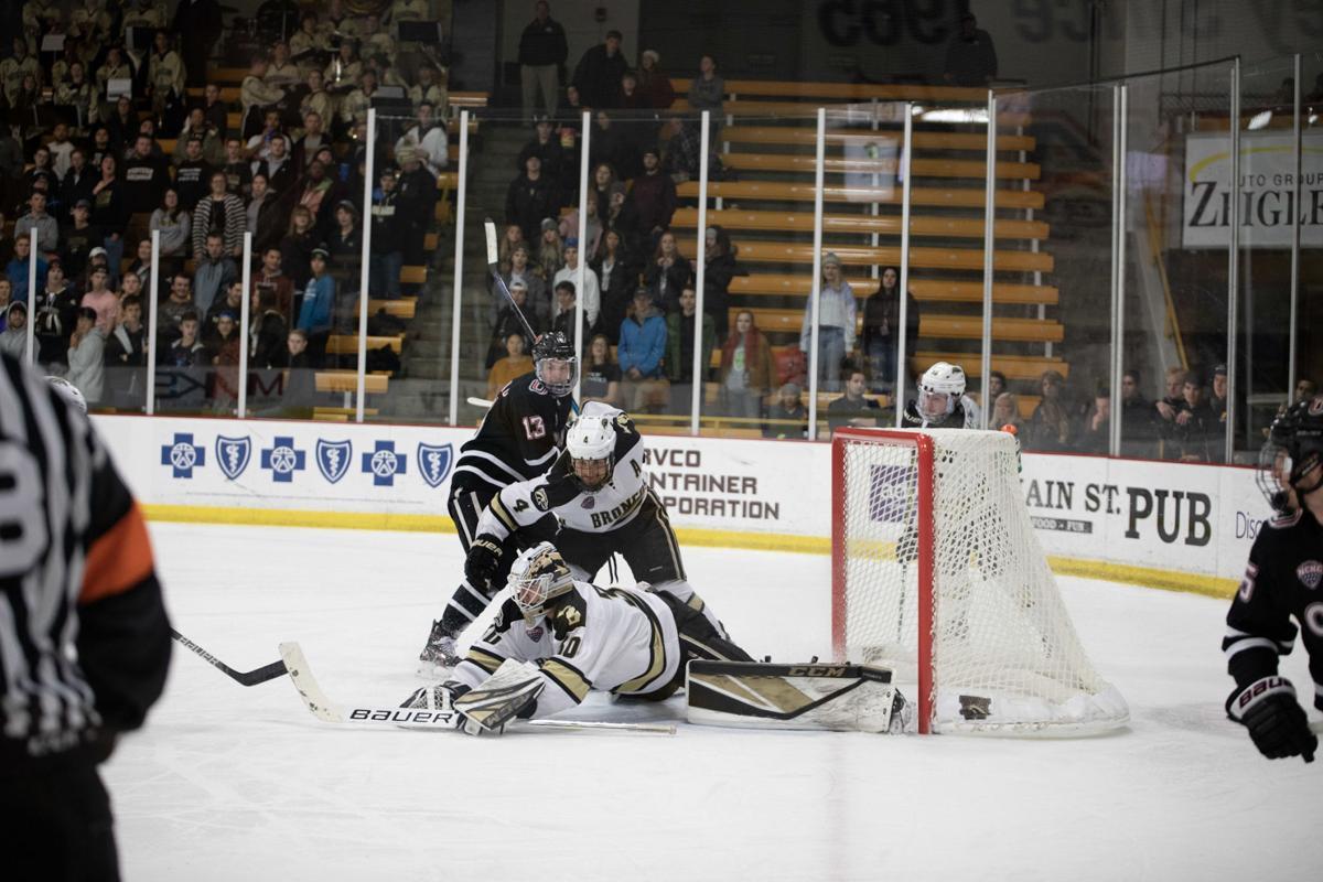 Hockey splits weekend series at home against Omaha