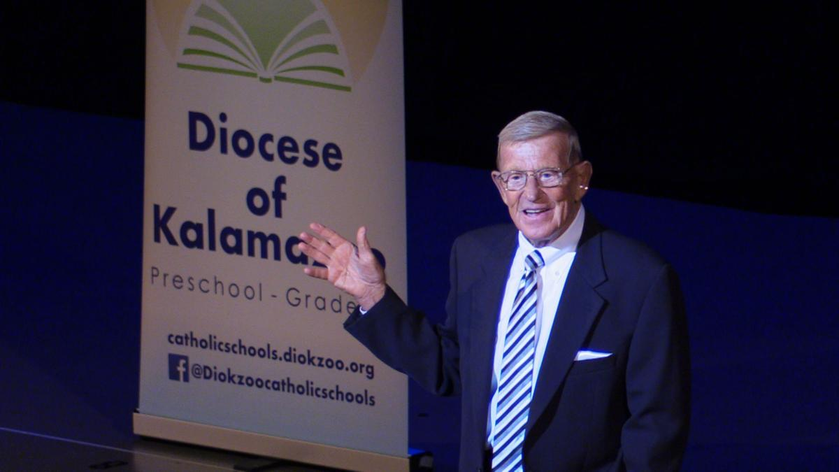 Hall of fame football coach Lou Holtz speaks in front of thousands at Miller Auditorium