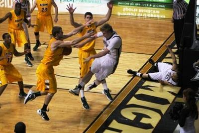 Wmu Basketball Victorius In First Round Of College Basketball