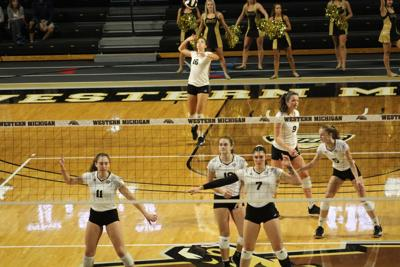 Volleyball splits second week of conference play