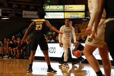 Women's basketball splits Thanksgiving weekend tournament