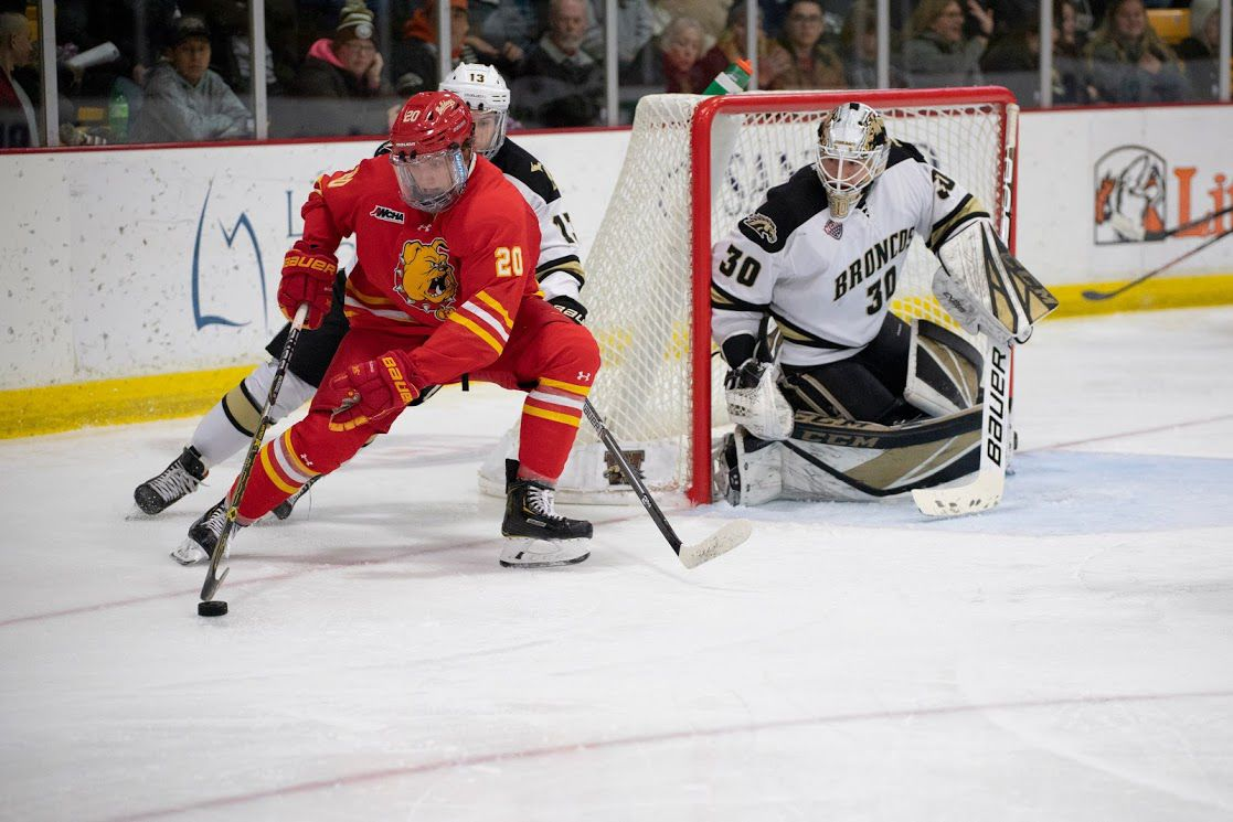 Hockey explodes for 12 goals in two-game sweep over Ferris State