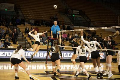 Volleyball finishes its home schedule with two losses over the weekend