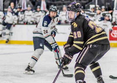 Wmu Hockey Dominates Connecticut 5 1 In Ice Vegas Invitational