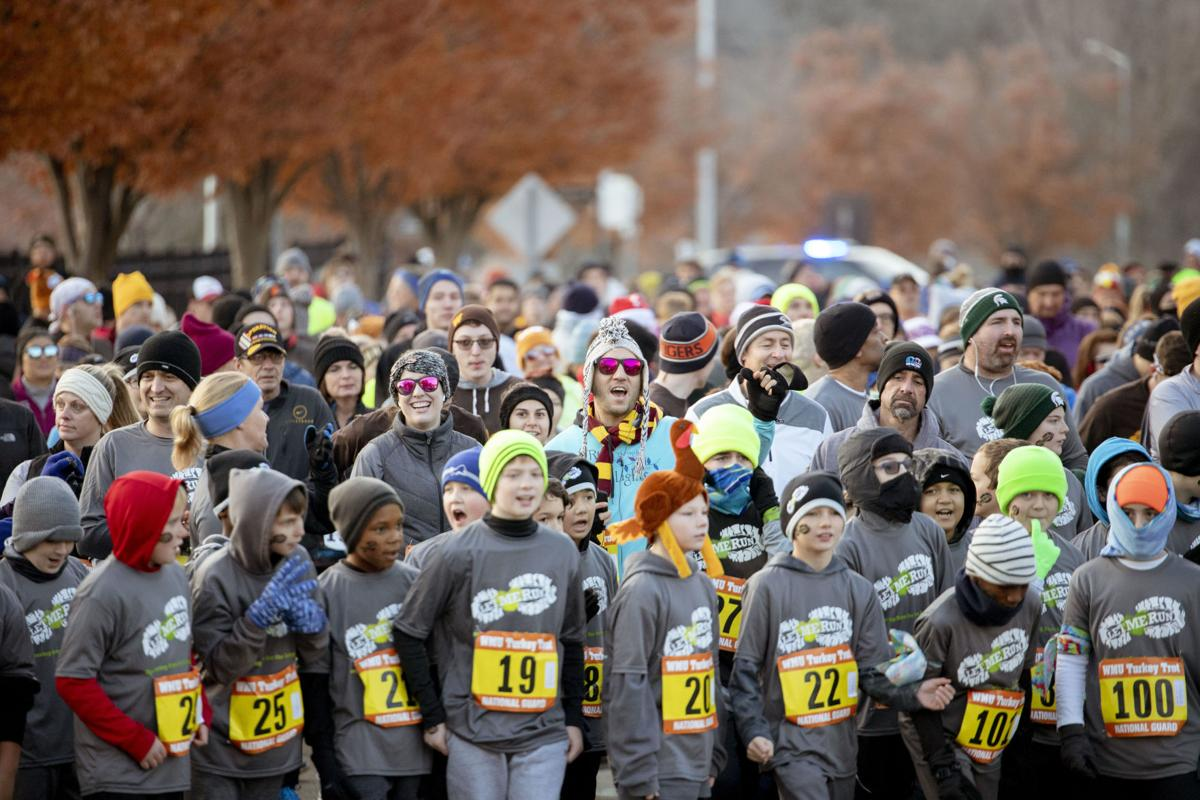 Turkey trot organizers and racers countdown from ten