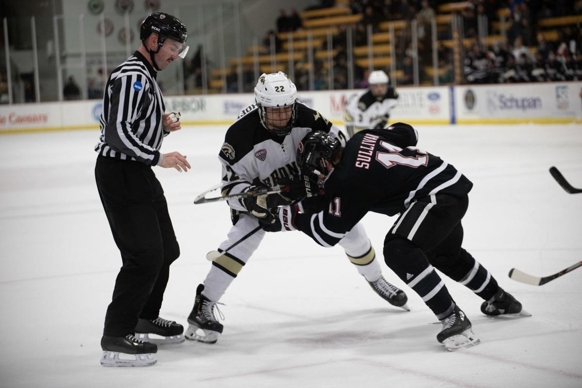Hockey splits weekend set at No. 4 Denver
