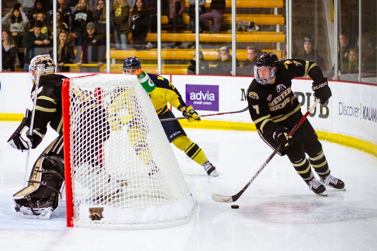 Hockey starts season at Ice Breaker Tournament